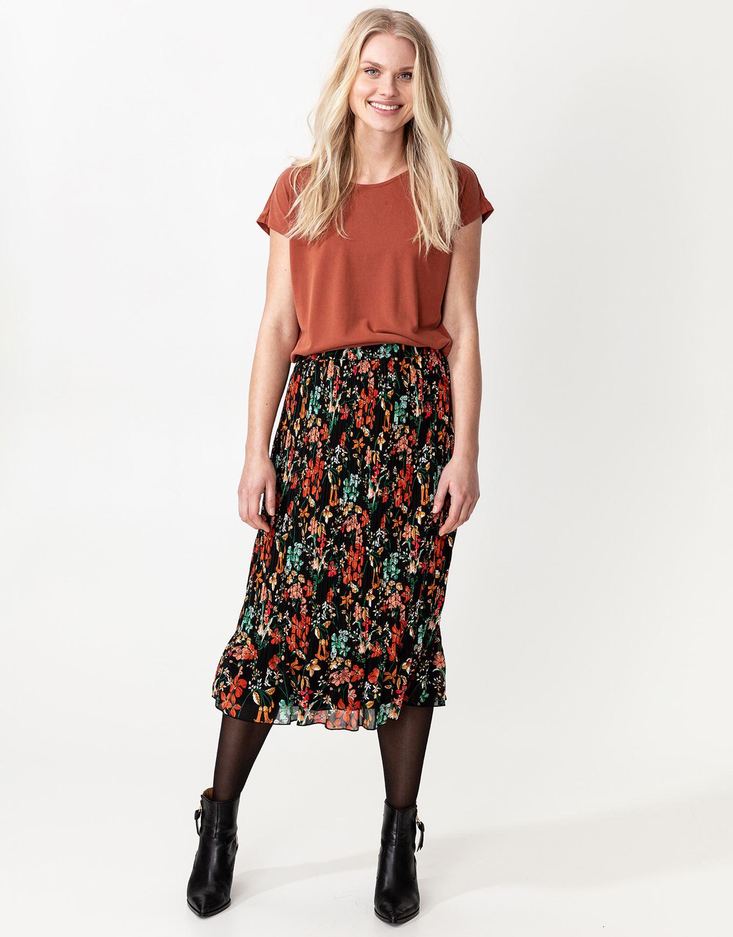 Blommig knälång kjol |
