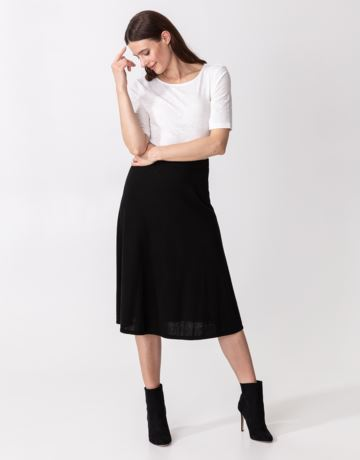 Plain knitted midi skirt