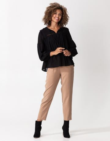 Black tie band blouse with pleats