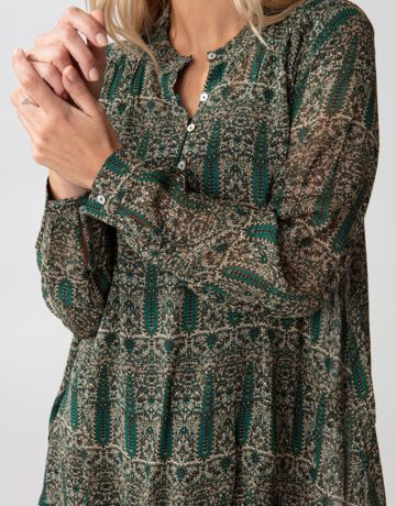Patterned blouse with buttons