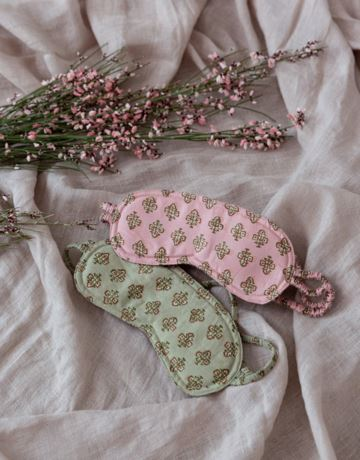 Patterned eye mask